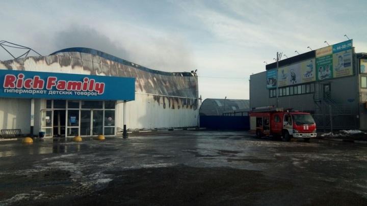 Дознаватели выяснили, почему сгорел магазин Rich Family на Кремлевской