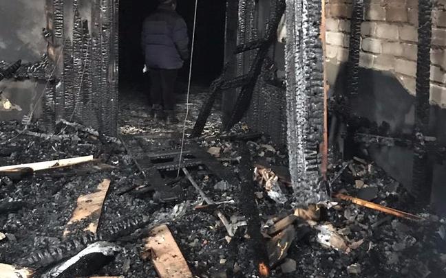 В Уфе хозяева сгоревшего дома винят в халатности пожарную службу, тушение попало на видео
