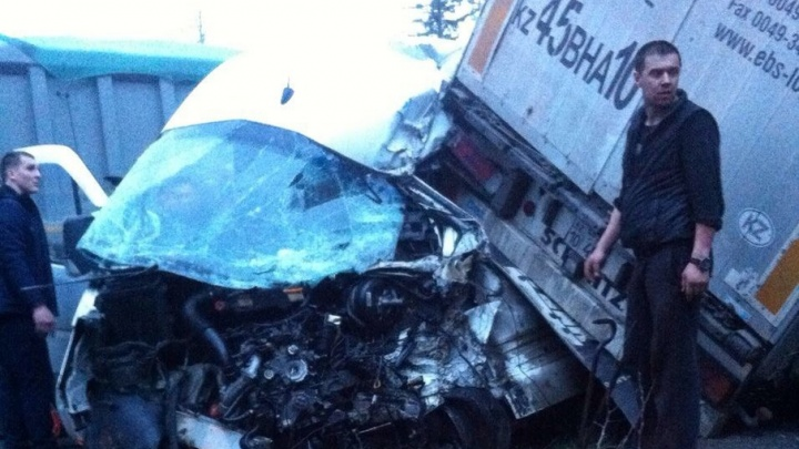 На границе Башкирии фура съехала на пассажирскую «Газель»