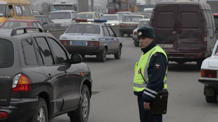 «Приказали всем молчать»: в Челябинске школьница на Mercedes сбила двух инспекторов