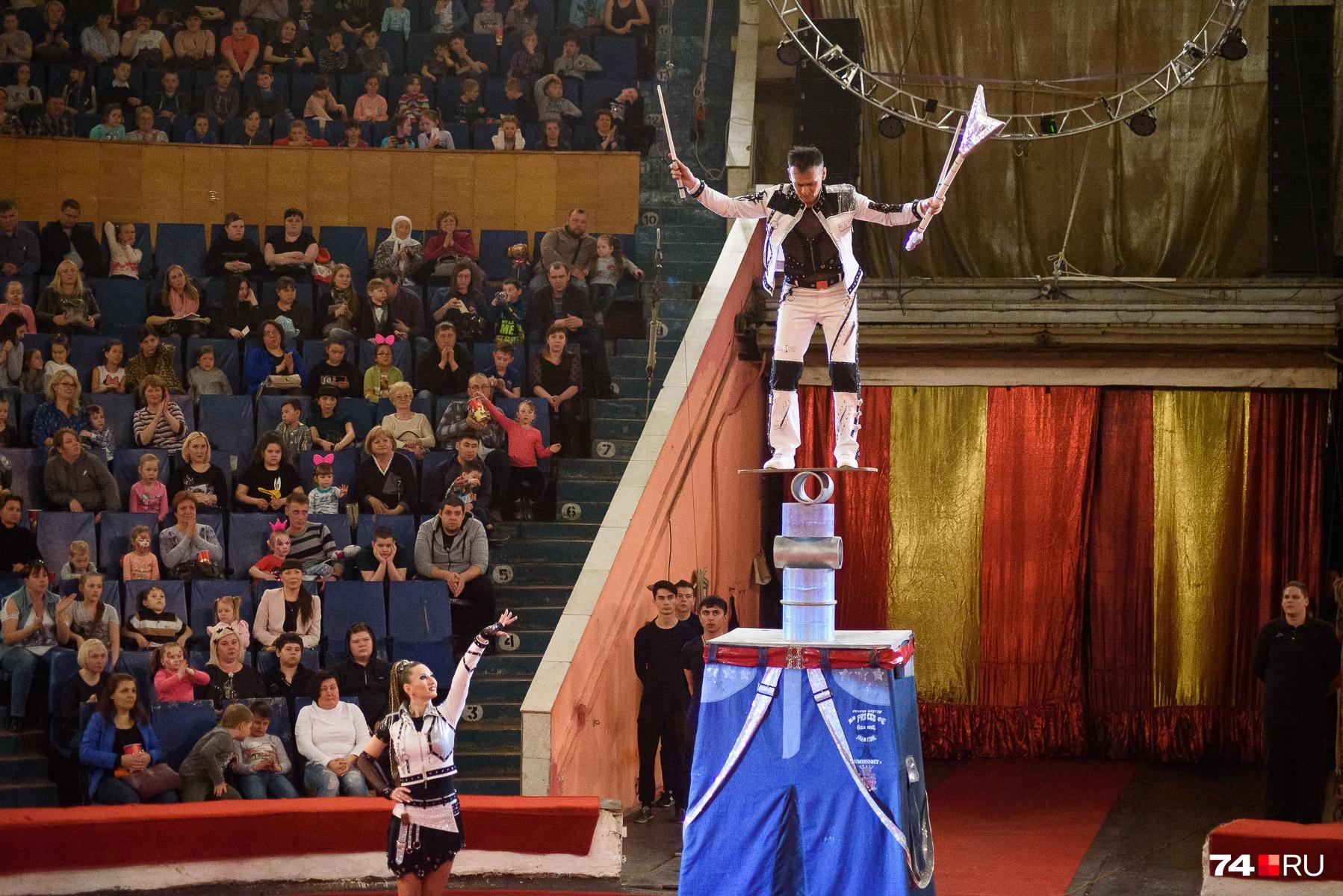 В цирке заверяют: шоу всемирно известных братьев сможет удивить даже искушенного любителя...