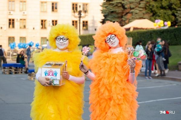 Аниматоры фестиваля «10 добрых дел» в Челябинске: яркие символы благотворительности<br>