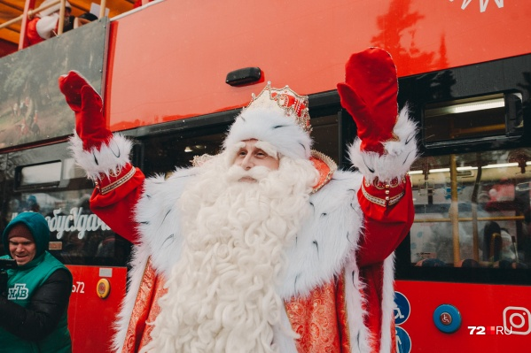 Вот он какой — главный Дед Мороз, который приехал к нам из далёкого Великого Устюга. Мы дергали его за бороду, она настоящая