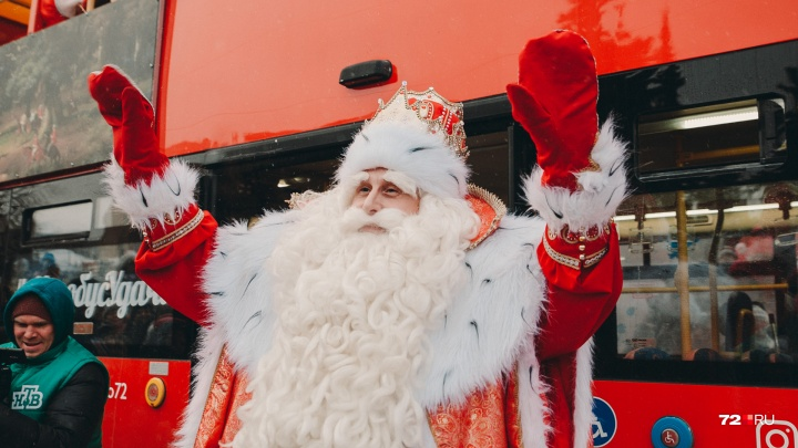 А он точно настоящий? Смотрим 12 кадров, как тюменцы встречали главного Деда Мороза страны