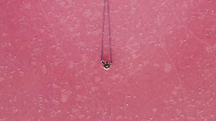 Под Самарой замерзли розовые озера