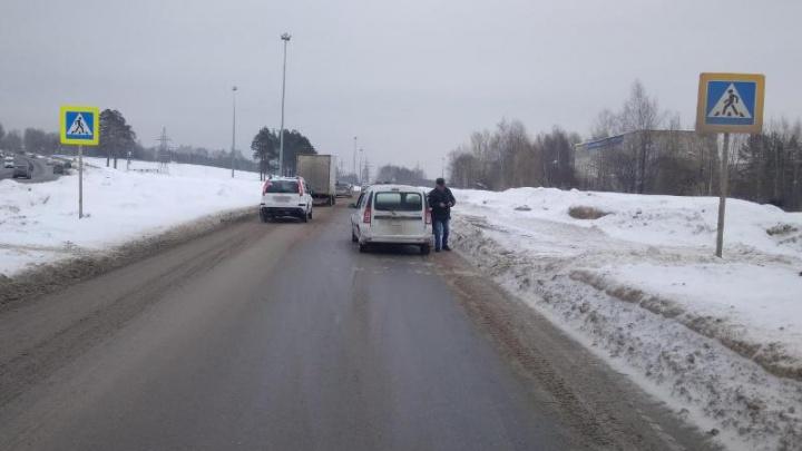 В Перми на пешеходном переходе беременную девушку сбил Lada Largus