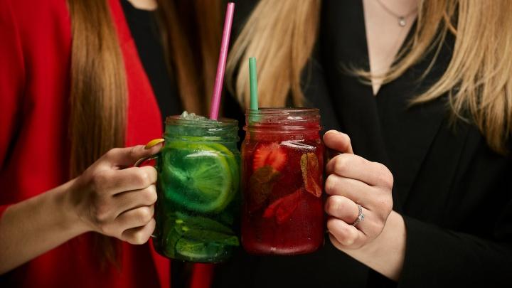 Фраппучино, окрошка и шашлык: в сети баров «Республика» обновилось меню и бизнес-ланч