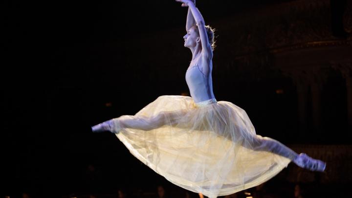 Переломы на сцене, инъекции внутривенно, пенсия в 30: челябинские балерины — о театральном закулисье