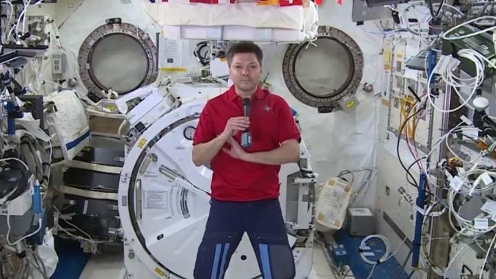 «Давайте мечтать!»: самарский космонавт Олег Кононенко поздравил землян с Новым годом