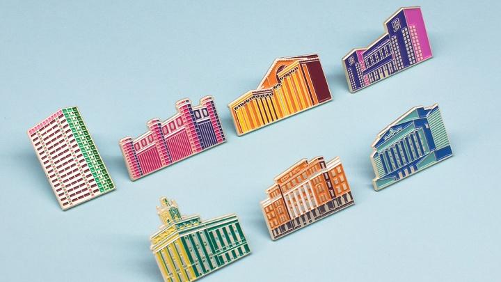 В Екатеринбурге появились значки с первой городской шестнадцатиэтажкой и корпусом УПИ: показываем их
