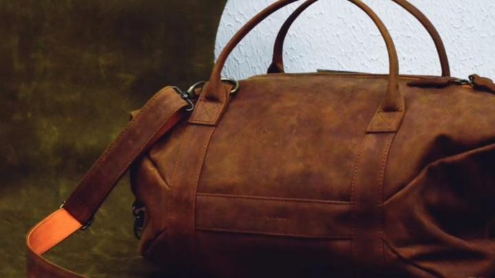 Владелец омской мастерской рассказал, как сшил сумку с пикантным брелоком для Сергея Шнурова