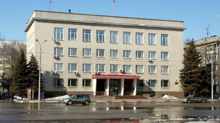 Администрацию Сормовского района ограбили: мужчина разбил окно и вынес технику
