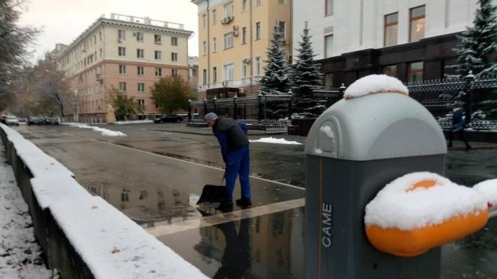 «Снег ещё растает»: в челябинской мэрии заявили о готовности спецтехники к зиме