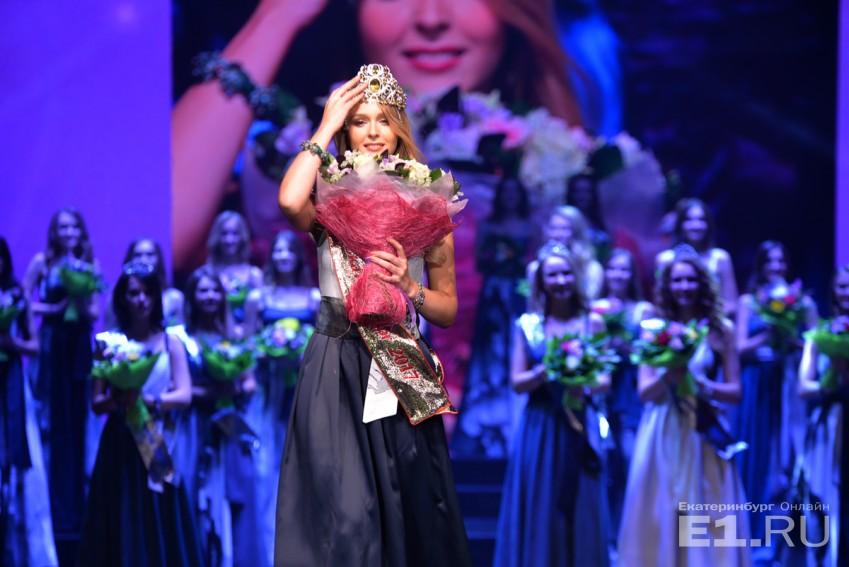 Красотка Анастасия Каунова в первые секунды после победы на городском конкурсе