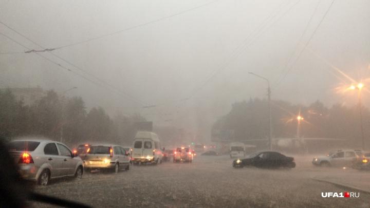 Шквалистый ветер и грозы: в Башкирии объявили штормовое предупреждение