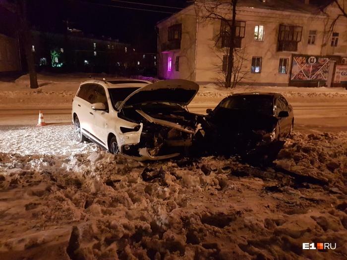 В лобовой аварии пострадали четыре человека