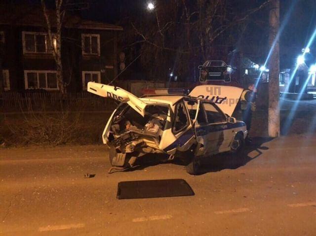 Пьяный водитель без прав влетел в патрулирующую улицы машину ДПС