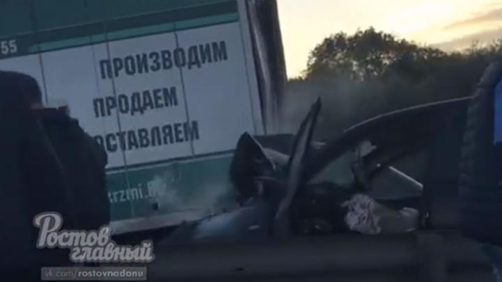 Водитель легковушки вел себя неадекватно: под Ростовом произошло тройное ДТП