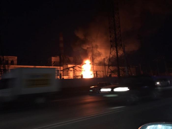 Перед пожаром произошли два взрыва
