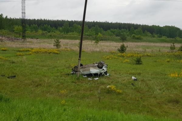 Lada остановилась в нескольких десятках метров от дороги
