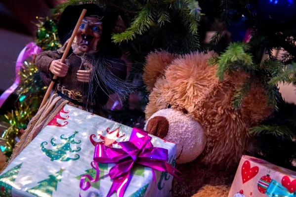 О подарках своей мечты Деда Мороза попросили больше 700 сирот из Новосибирской области