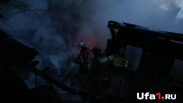В Башкирии в садовом домике сгорели два человека
