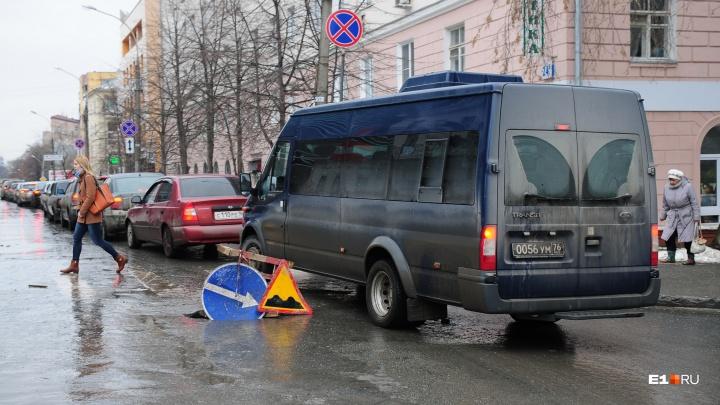 Екатеринбуржец отсудил у дорожников 100 тысяч рублей за огромную яму