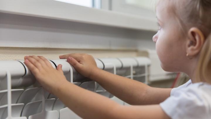 В детских садах и школах начали включать отопление