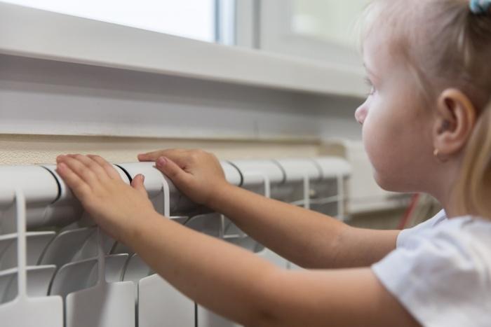 В первую очередь тепло возвращают в детские сады, школы и больницы