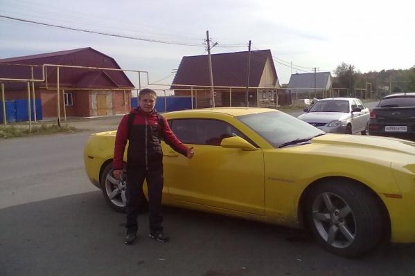 Руслан Имангулов любит заметные машины, а по родному селу он постоянно гонял на более скромном Toyota Mark II