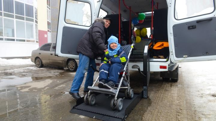 В Екатеринбурге запустили такси для детей-инвалидов, на которое уральцы собрали почти 2 миллиона