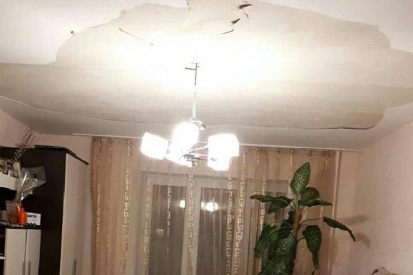 Последствия посыпавшегося потолка в новом доме в «Покровском»