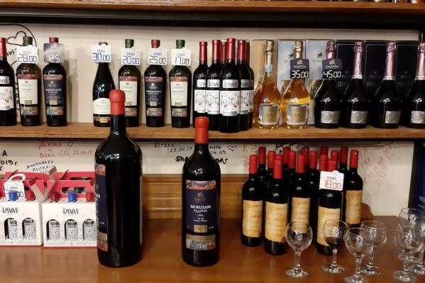 Роспотребнадзор сообщил о низком качестве продукции восьми производителей грузинских вин