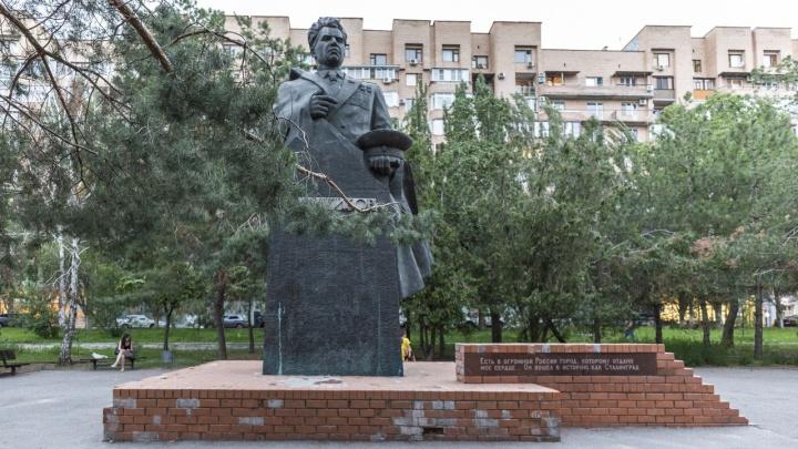В Волгограде некому отремонтировать памятник маршалу Чуйкову
