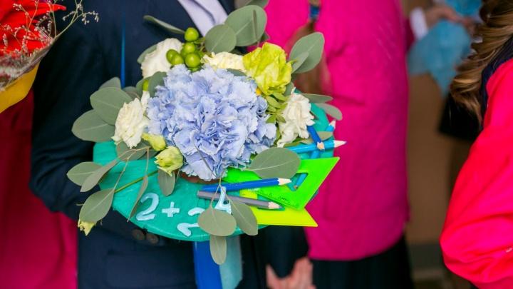 В школах Красноярска назвали самые популярные цветы, которые дарят учителям на 1 сентября