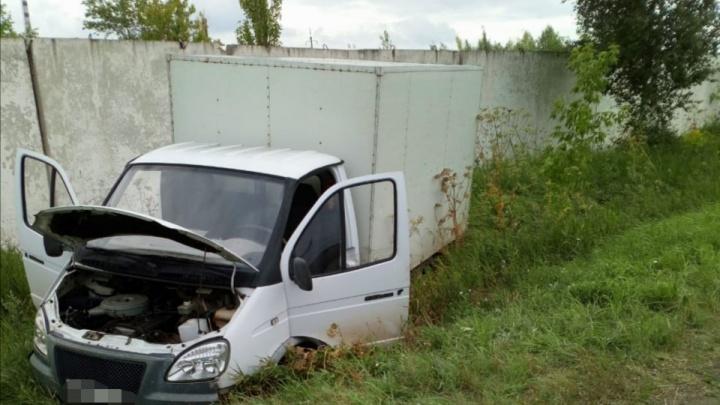 В Башкирии водитель скончался во время управления грузовой «Газелью». Машина улетела в кювет