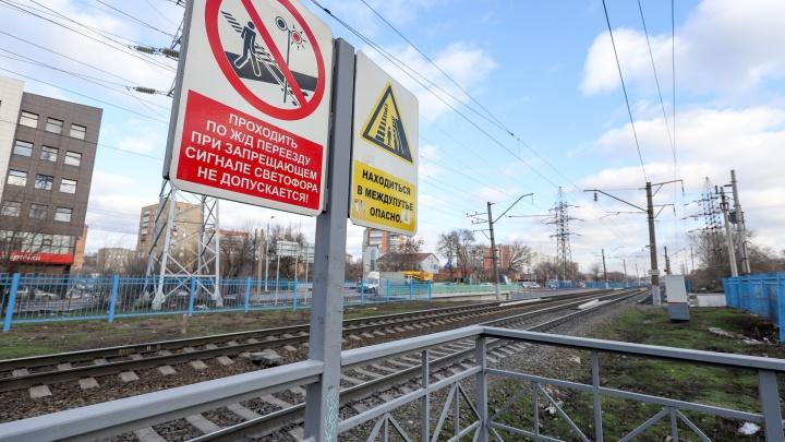 Не успел перебежать: на Дону под поездом погиб мужчина