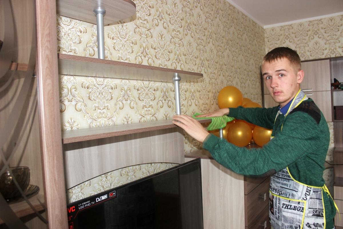 Участник проекта «Смогу жить сам» Кирилл готовится к приёму гостей