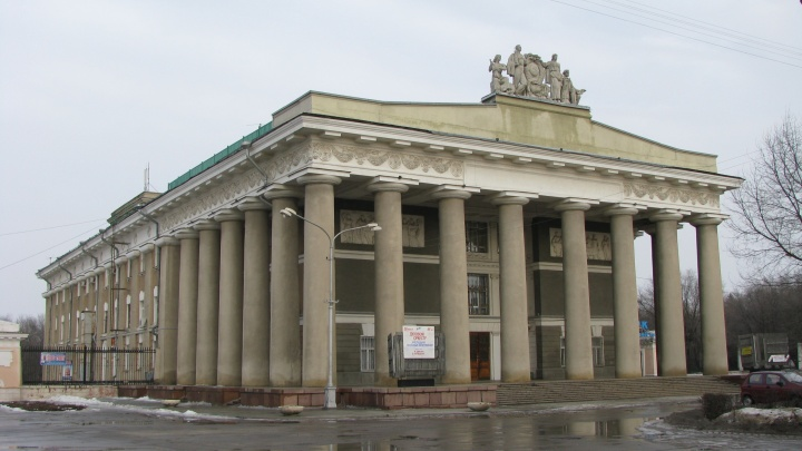 ДК «Волгоградгидрострой» отсудил у строителя фонтанов 200 тысяч за лужи и просевшую плитку