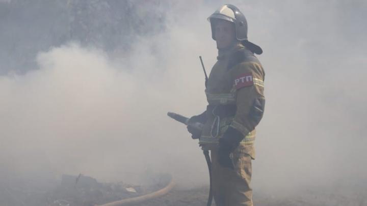 В Ростовской области в пожаре погибли отец с сыном и их друг