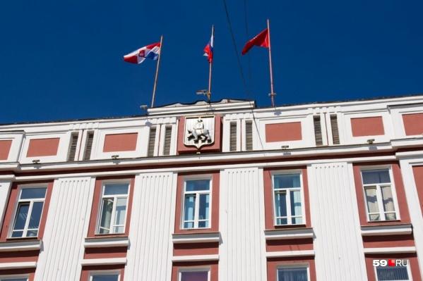 Управление Федеральной службы безопасности проверяет документы в здании мэрии, где располагается ведомство