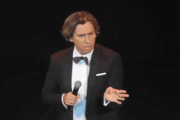 В своём выступлении Максим Галкин раскритиковал отечественное телевидение, особенно отметив программу «Время покажет» на Первом канале