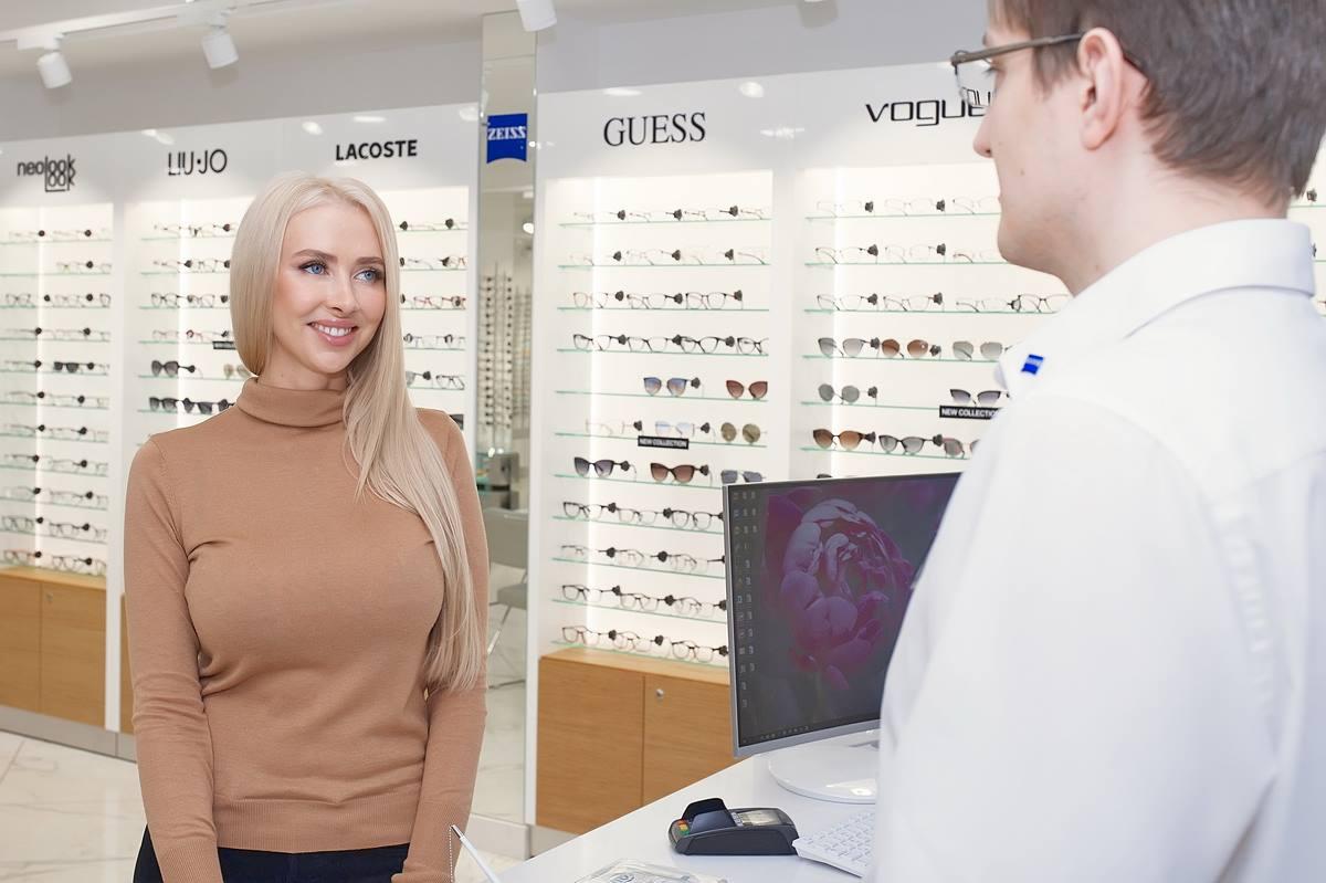 Оптик-консультанты в «Фокусе» помогут сориентироваться не только в оправах и линзах, но и в модных тенденциях