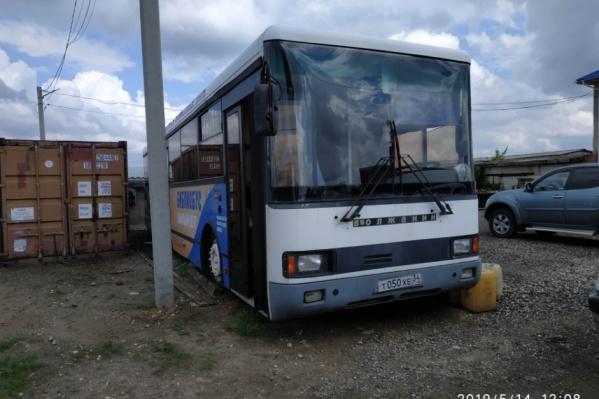 Мобильная библиотека на базе пригородного автобуса выпущена в 2003 году