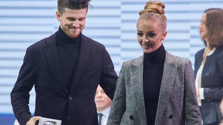 Фигуристы превратили жеребьёвку чемпионата России в модный показ. Фото