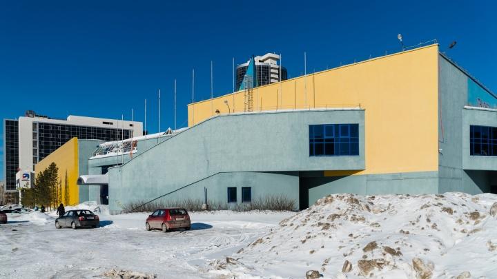 От ВДНХ до гипермаркета «Лента», который никак не откроется: история здания «Пермской ярмарки»