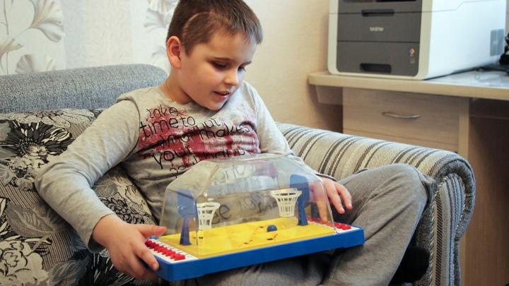 Опухоль в голове с куриное яйцо: в Омской области пять лет живёт мальчик со страшным диагнозом