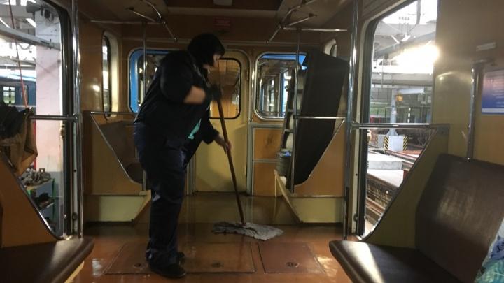 Вымоют с хлоркой: в самарском метро началась генеральная уборка