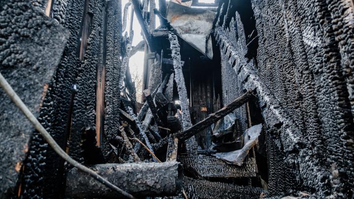 СК возбудил уголовное дело после гибели матери и троих детей на пожаре в Прикамье