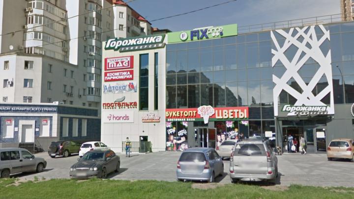 Новосибирец пришёл в супермаркет с ножом, чтобы выяснить отношения с бывшей девушкой
